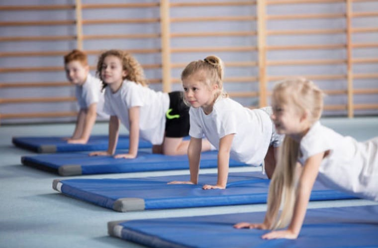 Cours BabyGym, Poussines / Benjamines et MASCULINS en visio